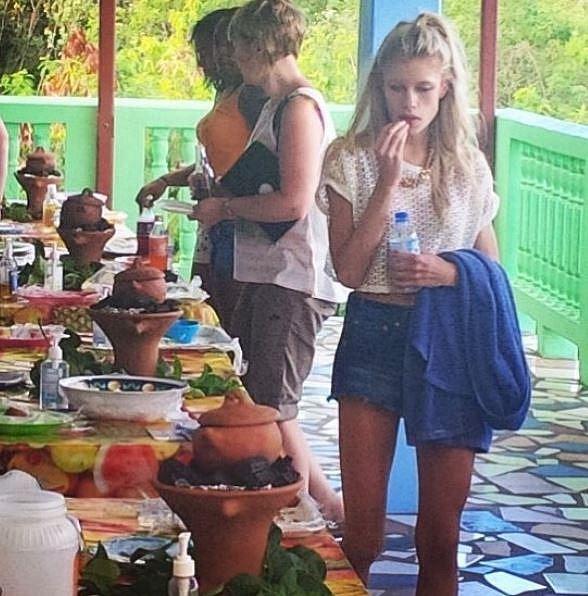 Když Victorie spatřila tuto fotografii, na které má zcela evidentní strach z pohledu na jídlo, zastyděla se...