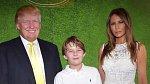 Melanii bylo vytýkáno, že se více neangažovala v prezidentské kampani svého muže. Vysvětlila to tím, že ji více potřeboval jejich devítiletý syn Barron.