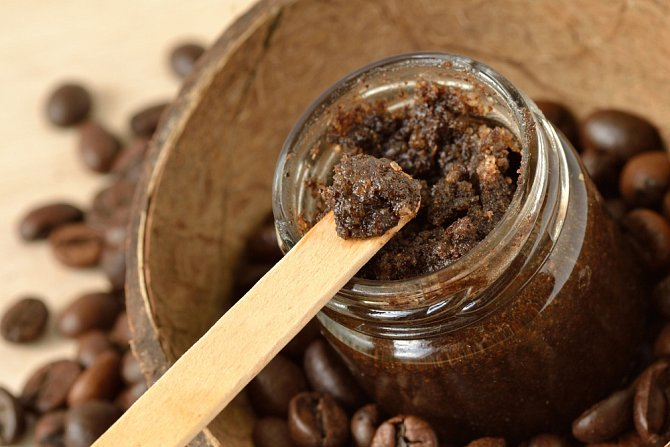 Kokosový cukr a káva tvoří perfektní dvojici pro výrobu tělového peelingu.