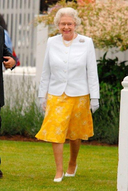 Královna není vždy jen tou upjatou dámou v kloboučku.