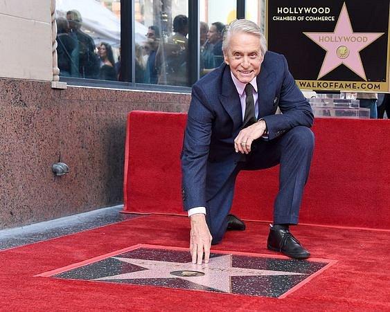 Michael Douglas má hvězdu na Chodníku slávy.
