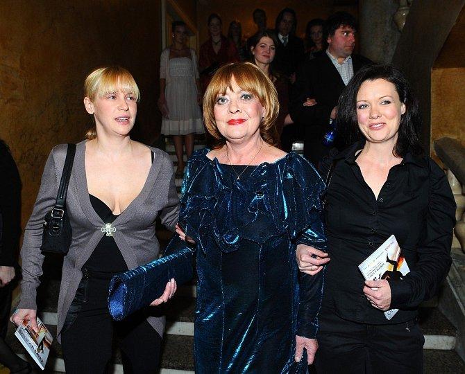Jana Šulcová s dcerami Rozálií a Terezou