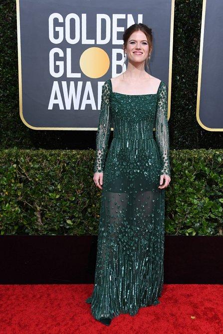 Rose Leslie zelená barva sluší.