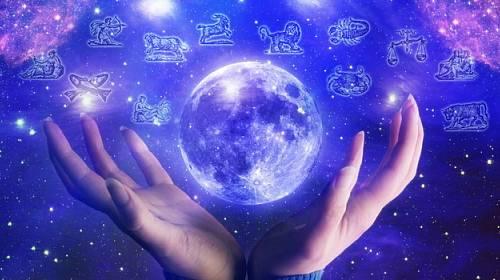 Měsíc je náš průvodce