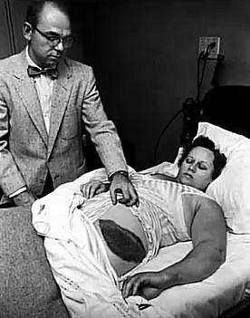 Ann Hodges je pravděpodobně jedinou ženou na světě, kterou zasáhl padající meteorit a ona kontakt s ním přežila.