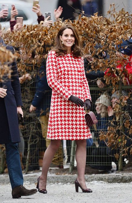 Ani v těhotenství se Kate výrazným vzorům nevyhýbala.