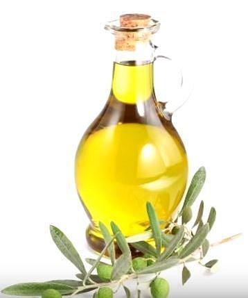 Olivový olej měl zabránit spermiím v pohybu, nicméně posloužil jistě i jako dobrý lubrikant.