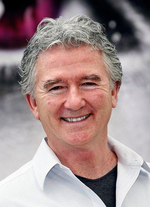 Patrick Duffy přešel s Dallasu rovnou do seriálu Krok za krokem, kde ztvárnil Franka Lamberta.