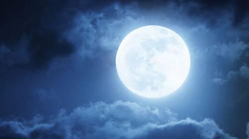 Modrý měsíc je šance na životní restart