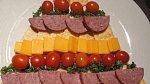 Aneb sáhnout po klasice v podobě sýrů a salámů.