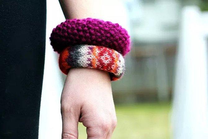 Pletené náramky jako zajímavý doplněk