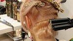 Závěřečná úprava vlasů s pomocí speciální kulmy