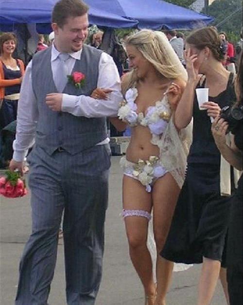 Vdávat se v plavkách může být praktické, ale mnoho lidí asi nepozná, že jste nevěsta...