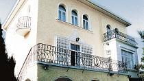 Karel Gott se do vily na Betramce nastěhoval v osmdesátých letech.