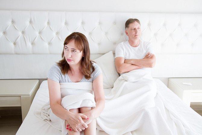 Menopauza může zasáhnout do partnerského života.