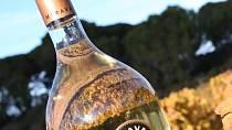 Víno značky Miraval jde na odbyt.