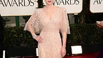 Scarlett Johansson na generálku Oscarů dorazila v pudrově zbarveném modelu od libanonského návrháře Elieho Saaba.