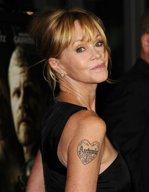 Melanie Griffith se lásky nikdy nebála, ale tetování na rameni nebylo šťastnou volbou.