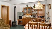 Alexej Pyško má stylovou kuchyni, ze které dýchá láska ke starým dobrým časům.