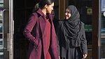 Při nedávné společenské události si na sebe vzala krásný bordó kabátek. Těhotenství Meghan svědčí.