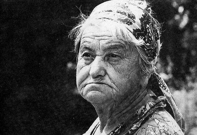 Marie Švecová na některých fotografiích působila velmi vážným dojmem