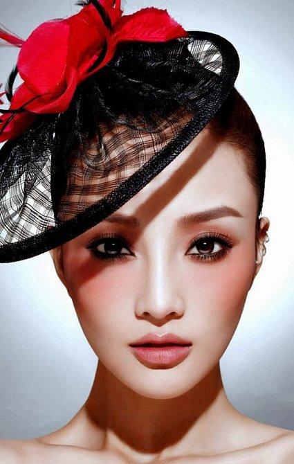Umíte si představit, jak by make-up vypadal bez tvářenky?