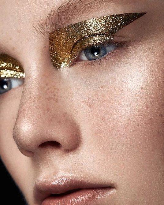 Zlatá je krásná barva a neškodí ani ve větším množství.