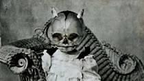 Některé maminky nechávaly své ratolesti zásadně fotit s lebkami čertů na hlavě.