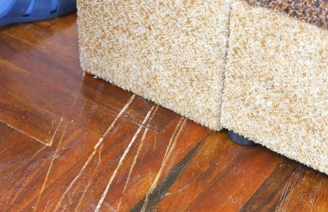 Nedopusťte, aby vám nábytek takto zničil podlahu!