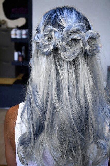 Každý den si průměrná osoba vyčeše asi 60 až 100 vlasů.