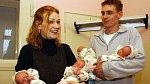 Januškovi o pozornost nestojí, stejně tak rodiče naposledy narozených čtyřčat Helena a Josef.