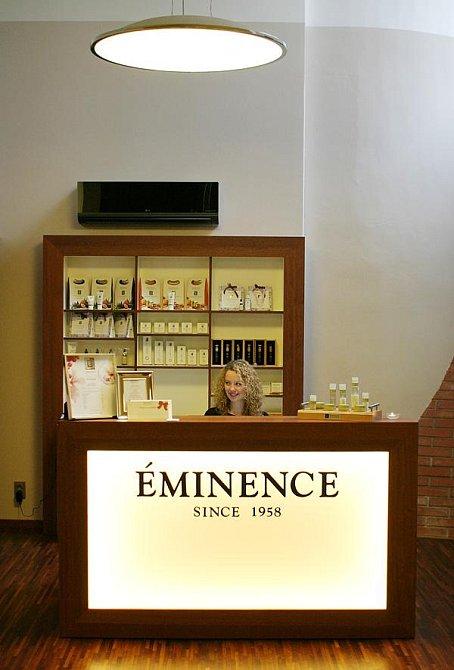 Salon Éminence sídlí v Dlouhé ulici v Praze