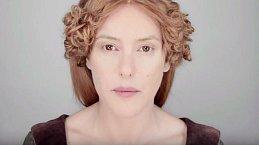 Středověk je typický éteričností. Ženy dbaly na to, aby jejich pleť byla projasněná. Hojně se zabývaly výrobou domácí kosmetiky.