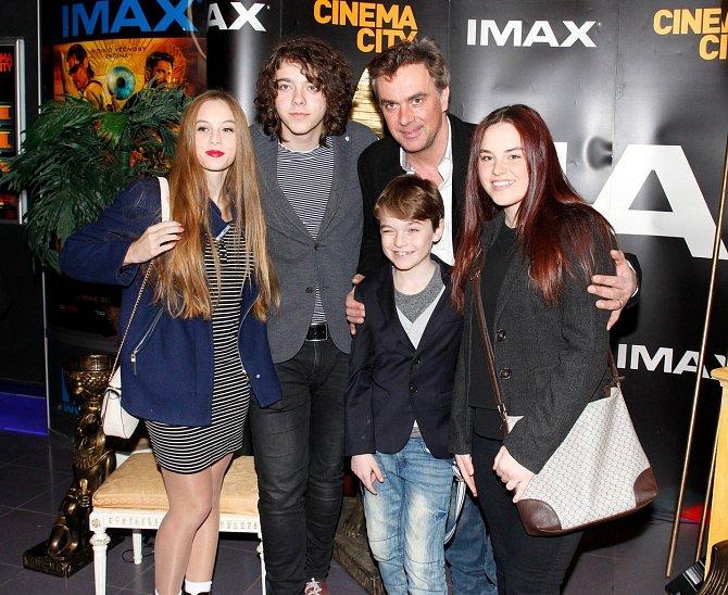Tomáš Matonoha s rodinou