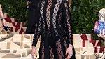 které celebritě se podařilo netradiční dresscode dodržet? Cara Delevingne