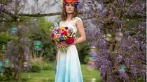 Duhové svatební šaty