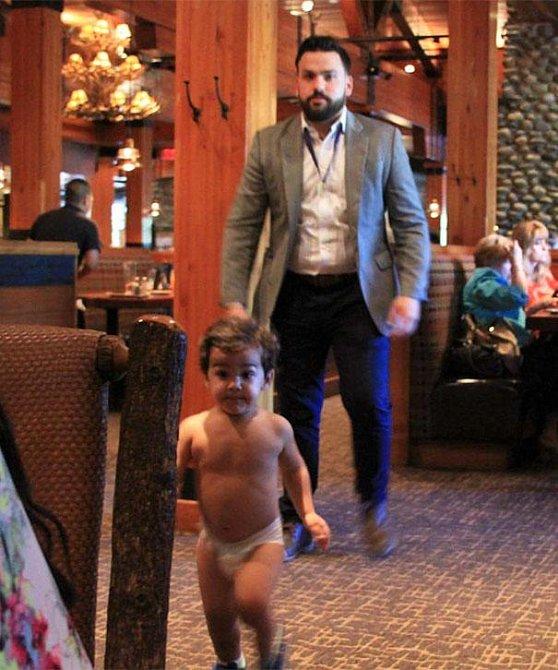 I tak může dopadnout večeře ve stylové restauraci s malým dítětem.