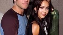 Devatenáctiletá Jessica se dala dohromady se svým hereckým kolegou během natáčení seriálu. Pár spolu strávil tři roky.