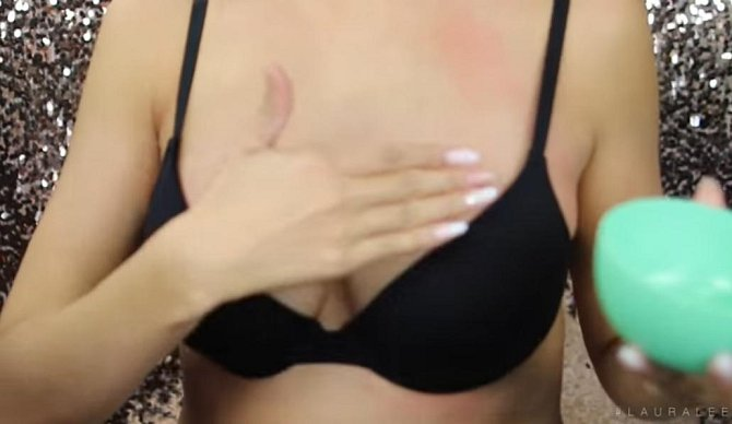 7. masáž - krásná prsa musí být pružná, takže je nezapomínejte masírovat vhodným tělovým olejem