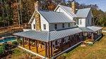 Miley vlastní dům v Tennessee, který působí dojmem ranče.