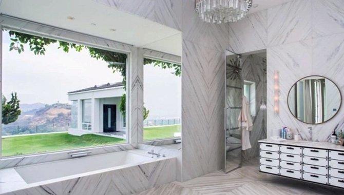 Kosmetické okénko Gwen Stefani. Přiznává, že je posedlá červenými rtěnkami a má jich prý okolo 150.