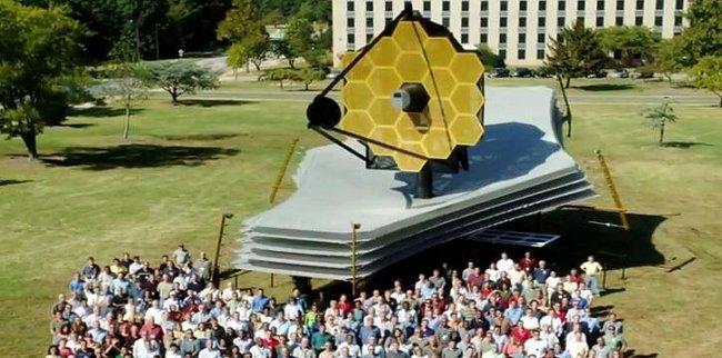 Společná fotograkie vývojářů teleskopu Jamese Webba