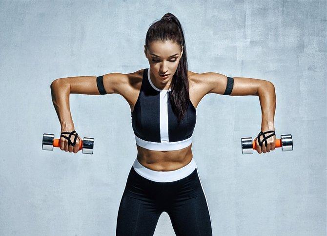 Cvičení a posilování paží patří mezi nejbolestivější. Ale výsledky za to stojí!