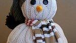 Z bílého svetru může být veselý sněhulák
