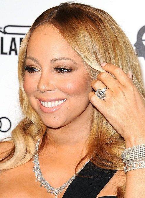 Mariah Carey a její obří zásnubní prsten. Na svatbu ale nedošlo.