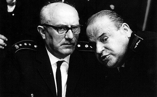 Jan Vostrčil a Josef Šebánek ve snímku Hoří, má panenko
