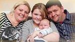 April Webster se svými rodiči, kteří přijali svého vnuka bez velkých problémů.
