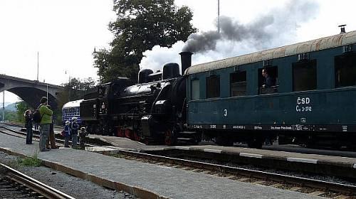 Parním vlakem za romantikou