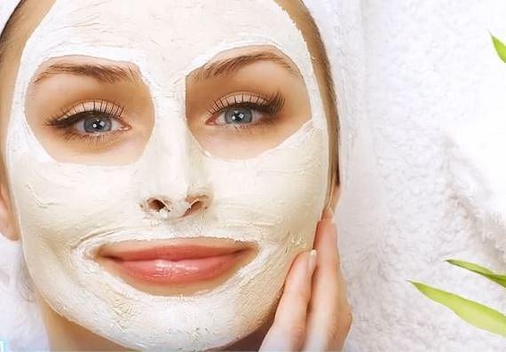 Nikdy si nedávejte masku až po sprše! Během mytí se z pokožky odstraňují oleje, které ji chrání a které mají svou funkci i při kontaktu s maskou.