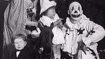 1930 - cirkus na návštěvě oddělění dětské nemocnice